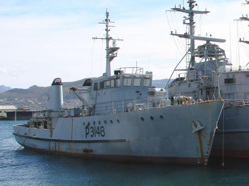 El juego de las imagenes-http://www.sa-transport.co.za/military/navy/san/sas_fleur_p-3148_01_dvdb07.JPG