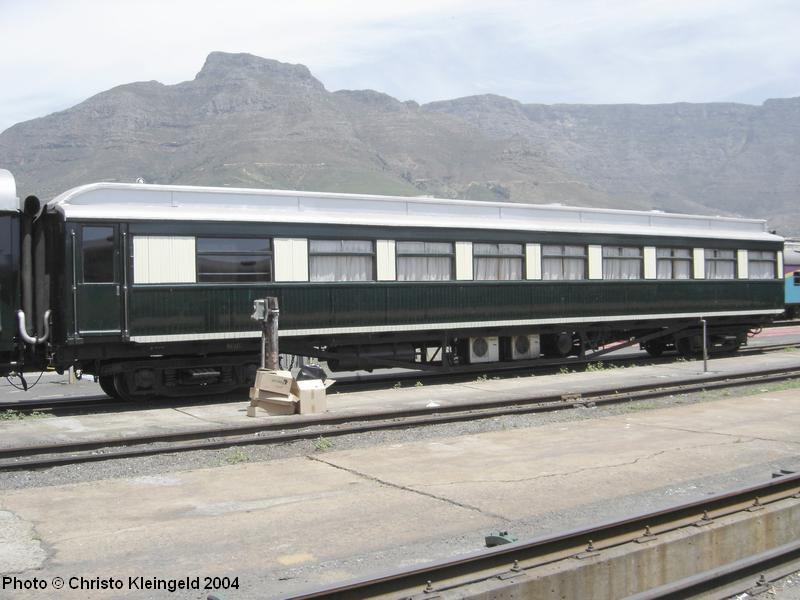 Rovos Rail Coach. Photo © Christo Kleingeld: www.sa-transport.co.za/trains/sa_r-stock/coaches/rovos-rail/rov.html