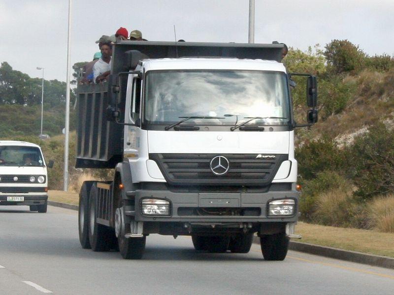Mercedes benz truck photos page 2 for Mercedes benz dump truck