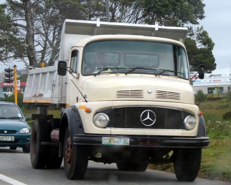 http://www.sa-transport.co.za/trucks/m-b/mercedes_benz_l113_dump_truck_dc08.JPG